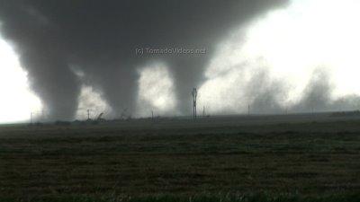 Tornado multivórtice